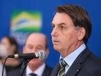Presidente Jair Bolsonaro durante declaração à imprensa nesta segunda-feira.
