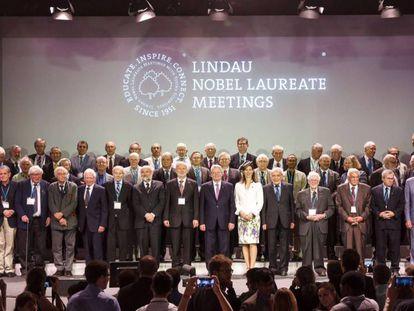 Reunião de prêmios Nobel em Lindau (Suíça) em 2015, com uma condessa na primeira fila.