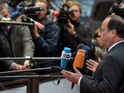 O presidente francês, François Hollande, fala com a imprensa na última segunda-feira em Bruxelas