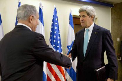 John Kerry e Benjamin Netanyahu em Jerusalém.