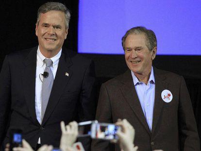 George W. Bush e Jeb Bush.