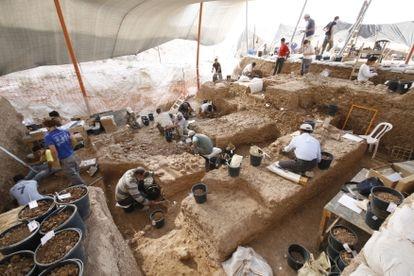 Escavações no sítio arqueológico de Nesher Ramla.
