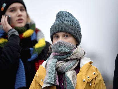 Greta durante ato pelo meio-ambiente em Estocolmo.