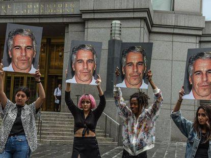 Protesto contra Epstein o passado 8 de julho ante o tribunal de Nova York.