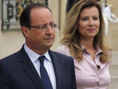 Francois Hollande e sua esposa, Valerie Trierweiler, o passado/passo outubro.