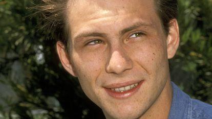 Christian Slater, fotografado em 1991 em um evento em Beverly Hills. Naquele momento, era uma das grandes apostas de Hollywood para tornar-se a grande estrela da nova década.