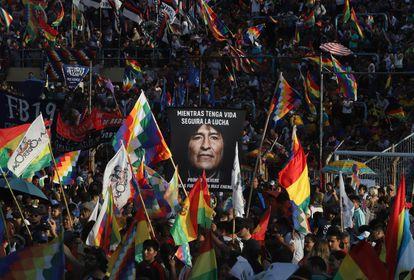 Simpatizantes de Evo Morales comemoram em Buenos Aires, Argentina, o 14º aniversário da fundação do Estado Plurinacional da Bolívia, em 22 de janeiro de 2020.