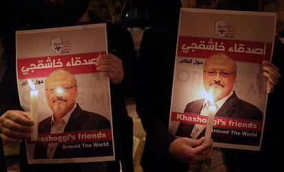 Vigília pelo jornalista Jamal Khashoggi ante o consulado de Arábia Saudita em Istambul em outubro de 2018.