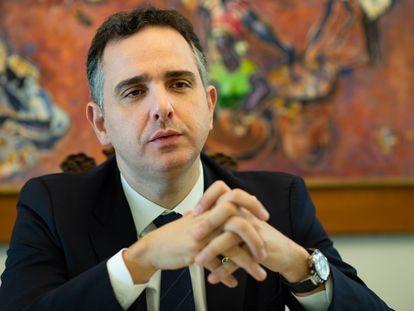 O senador Rodrigo Pacheco durante entrevista em fevereiro.