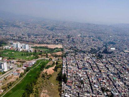Condomínio de luxo em meio a bairros populares, no México