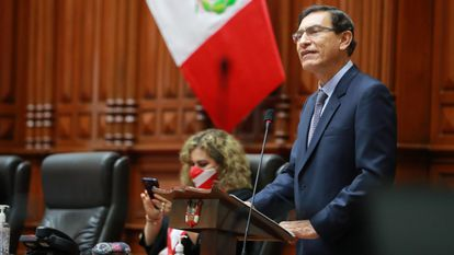 O presidente do Peru, Martín Vizcarra, durante sessão do Congresso nesta segunda-feira.