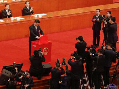 Xi Jinping deposita seu voto