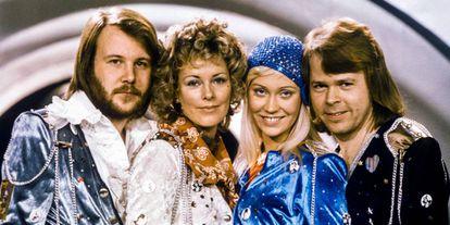 Integrantes do grupo Abba após ganharem o Eurovisão em 1974. Da esquerda para a direita: Benny Andersson, Anni-Frid Lyngstad, Agnetha Faltskog e Björn Ulvaeus.