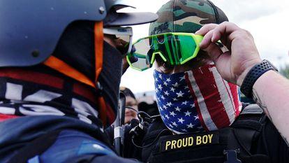Membro do grupo extremista de direita Proud Boys, em Portland.