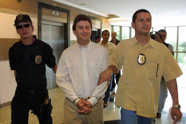 Alberto Youssef chega à Polícia Federal em Curitiba