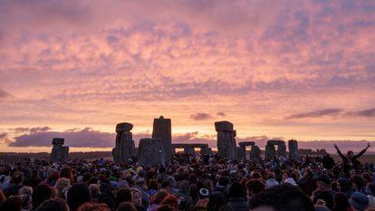 Festa do solstício em Stonehenge, Inglaterra.