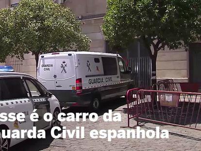 Momento em que militar da comitiva do presidente Bolsonaro é levado ao tribunal em Sevilha.