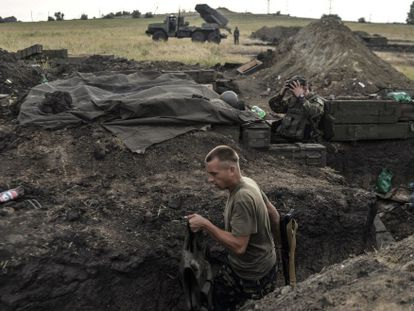 Soldados ucranianos na região de Lugansk nesta segunda.
