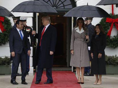 Donald e Melania Trump com o presidente da Guatemala, Jimmy Morales, e sua mulher, Patricia Marroquín, nesta terça-feira.