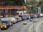 Trailer trucks line up along an avenue to fill up their tanks at a gas station as part of a growing diesel shortage, in Caracas, Venezuela March 5, 2021. REUTERS/Leonardo Fernandez Viloria NO RESALES. NO ARCHIVES