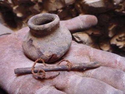 Objetos encontrados na necrópole de Dra Abu el Naga.