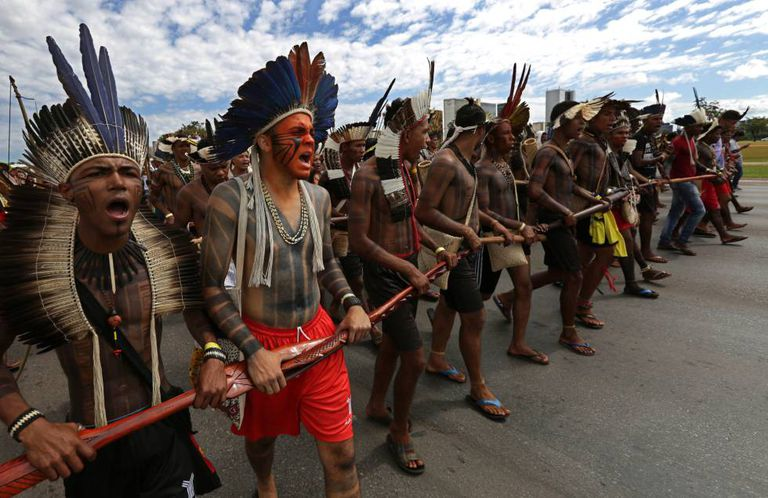 Índios durante protesto em Brasília nesta quinta-feira.