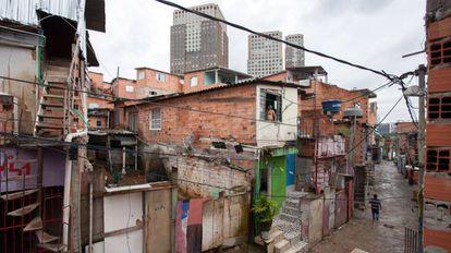 Favela Panorama com o Parque Cidade Jardim ao fundo