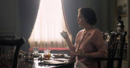Olivia Colmam como Isabel II na terceira temporada de 'The Crown'.