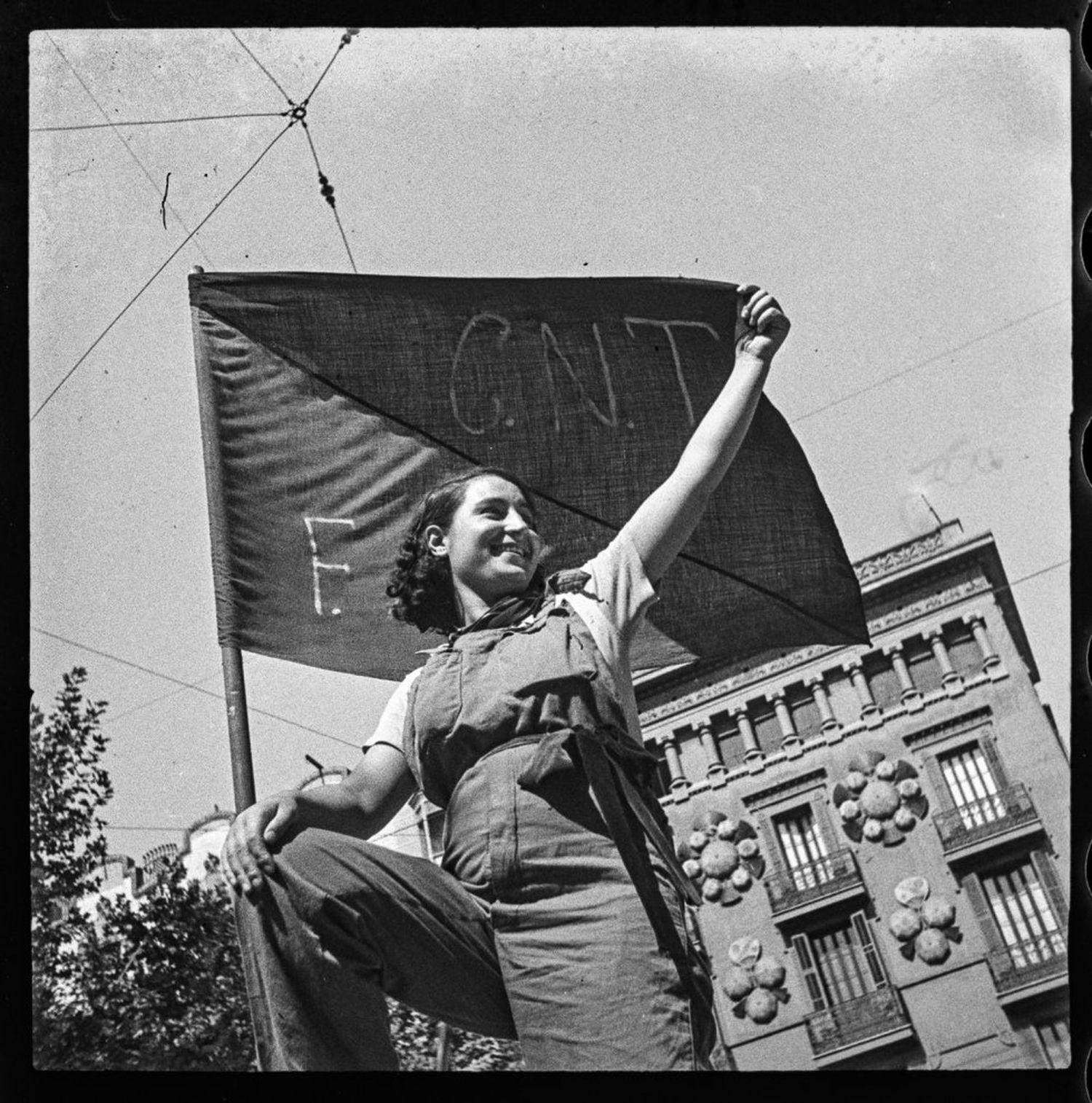 'Miliciana em uma barricada da rua do Hospital, julho de 1936', do Antoni Campañà.