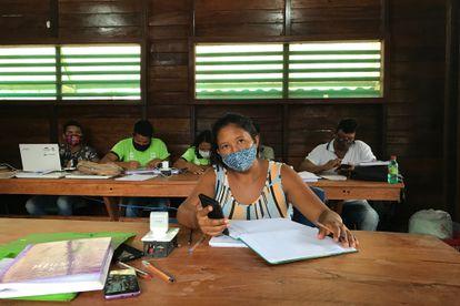 Luciane do Nascimento, moradora da aldeia de Punã, aluna do curso de técnico em gestão de desenvolvimento sustentável da Fundação Amazônia Sustentável e mãe de oito filhos.