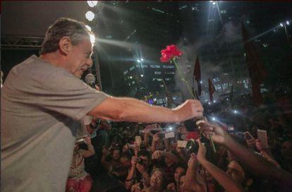Chico Buarque, durante protesto nesta quinta-feira, no Rio de Janeiro.