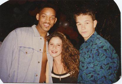 Stephen Dorff e Brian Austin Green com Moon Frye em uma das fotos que aparecem em 'Kid 90'.