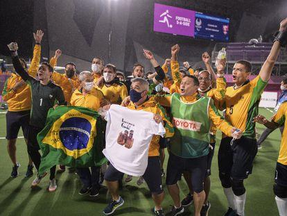 A equipe de Futebol de 5 do Brasil celebra mais um ouro.