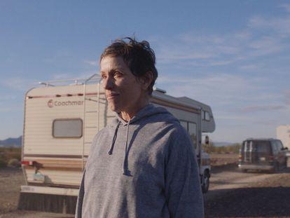 A atriz Frances McDormand em um fotograma de 'Nomadland'.