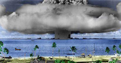 Testes nucleares do Exército dos EUA no atol de Bikini (ilhas Marshall).