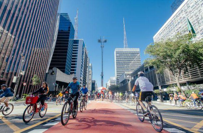 Ciclistas na Paulista.