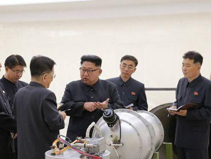 Kim Jong-un inspeciona suposta nova bomba de hidrogênio.