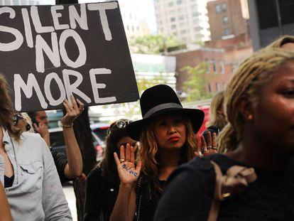 Protesto em Nova York, por um caso de agressão sexual.