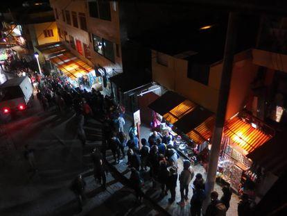 Filas em Aguascalientes às 5 da manhã para tomar os primeiros ônibus que sobem até o sítio arqueológico