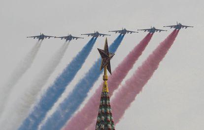 Ensaios aéreos para o Dia da Vitória, na última segunda-feira, em Moscou.