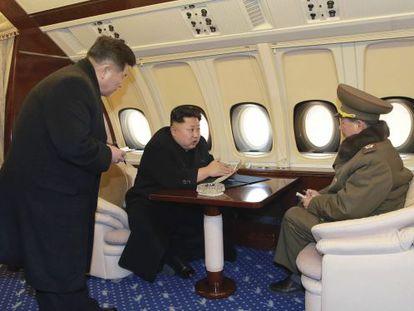 O líder norte-coreano, Kim Jong-un, em seu avião particular.