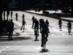 Varias personas realizan deporte en bicicleta por las calles de Madrid en el segundo día de desconfinamiento durante la Pandemia Covid-19 que ha generado el Estado de Alarma en España. A 3 de Mayo, 2020 en Madrid, España  Joaquin Corchero / Europa Press 03/05/2020