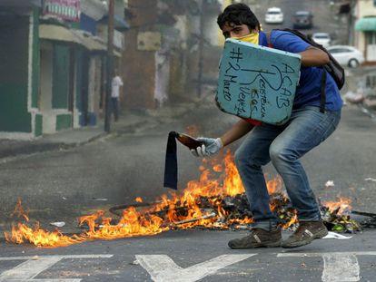 Protesto contra o presidente da Venezuela, Nicolás Maduro, em San Cristóbal.