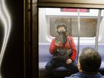 New York (United States), 03/03/2020.- A person wearing a face mask rides a subway train in New York, New York, USA, 03 March 2020. The previous day, officials announced the city's first known case of the coronavirus in a patient who is a healthcare worker who had recently travelled to Iran, as world financial markets are continuing to react to the spread of the virus. (Estados Unidos, Nueva York) EFE/EPA/JUSTIN LANE