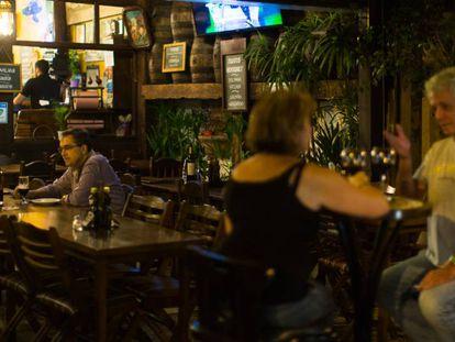 Em tempos de crise, as pessoas saem menos de casa para comer em restaurantes.