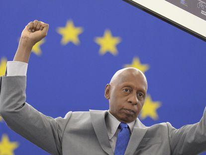 O opositor cubano Guillermo Fariñas, numa fotografia após receber o Prémio Sakharov.