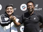 Maradona y Pelé firmando la paz