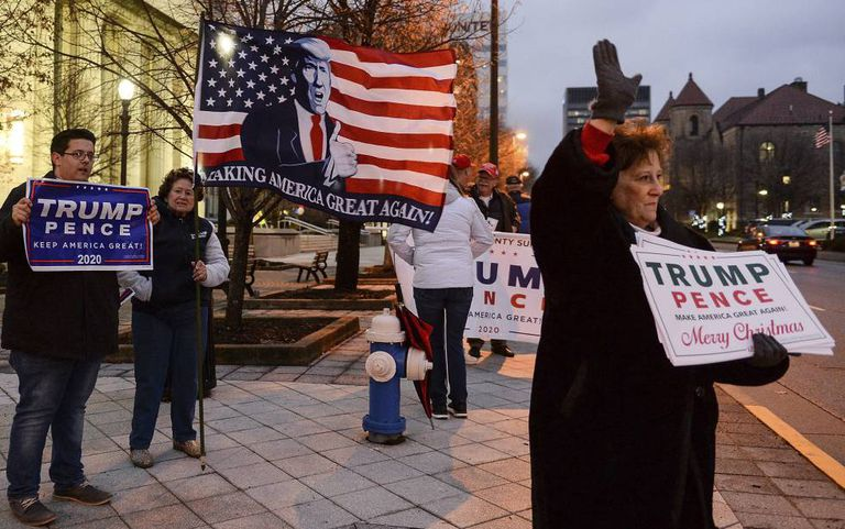 Apoiadores de Trump, em Charleston (Virginia).