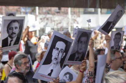 Parentes e amigos de vítimas da ditadura participam do sexto Ato Unificado Ditadura Nunca Mais, em 2019, no pátio da 36ª DP, onde funcionou o DOI-CODI, em São Paulo.