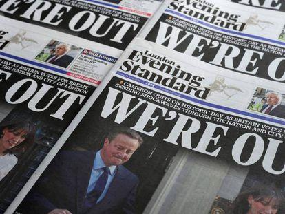 Notícia do resultado do referendo estampa jornais no Reino Unido.